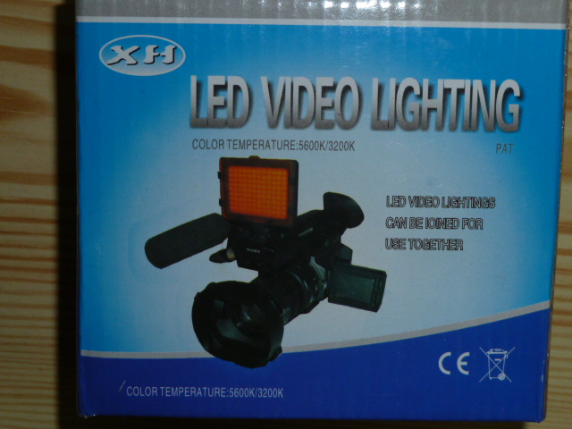 XH 108 (XH-108) Lampa Video cu 108 Leduri, Filtre 5400 K / 3200K si Intensitate Variabila