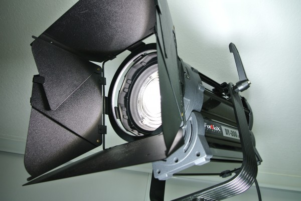 FOTODIOX PRO DY-200 DMX LED FRESNEL 3200K ( TUNGSTEN DY-200-32 ) for FILM + TELEVISION